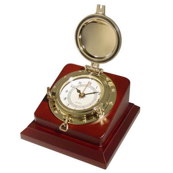 Часы настольные с крышкой на деревянной основе