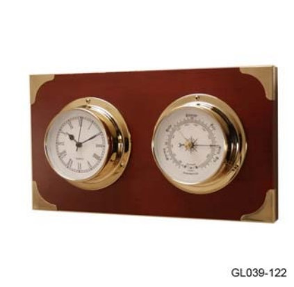 Барометр и часы в высоком запаянном корпусе на деревянной основе