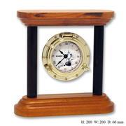 Часы настольные в стеклянной рамке на деревянной основе