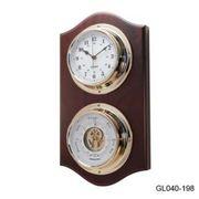 Барометр с часами на деревянной основе
